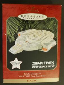 Star Trek - Hallmark Ornament - USS Defiant - LIKE NEW