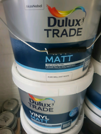 Dulux Trade Vinyl Matt Pure Brilliant White Paint