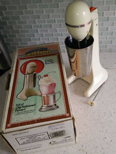 Hamilton Beach Drink Master, older style, good condition