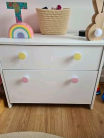 Children's chest of drawers