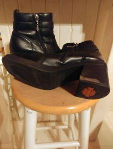 LADY'S HARLEY DAVIDSON BOOTS SIZE 9