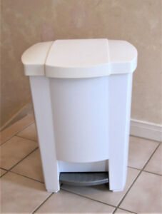 Step-On Waste Basket By Mistral Made In Canada - New