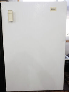 Kenmore Upright Bar Freezer Perfect Size For Small Areas