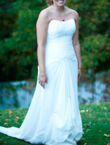Maggie Sottero Wedding dress - size 8