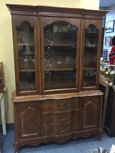VINTAGE BASSETT FURNITURE CHINA CABINET HUTCH MISSISSAUGA