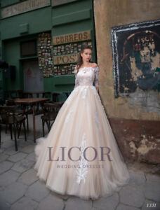 Selling new wedding gown size small