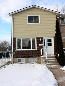 3 BD END UNIT TOWNHOME IN AMHERSTVIEW