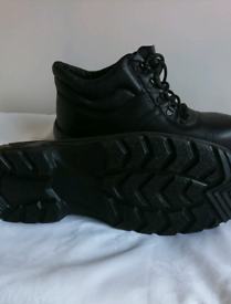 Mens safety boots size 10 new