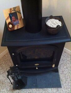 Dimplex Electric 1500 Watt Stove/Heater With FLame & Accessories Cambridge Kitchener Area image 1