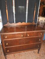 Bureau antiquite 36 pouces hauteur x 44 pouces longueur x 20 pou Granby Québec Preview