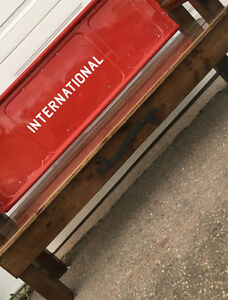 International Tailgate Bench