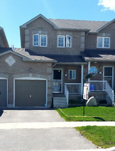 Amazzzing  FREEhold TWNH, deep lot with finished basement
