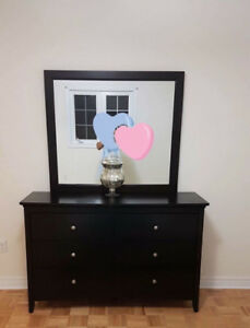 EXCELLENT CONDITION: High Quality 5 Piece Bedroom Set