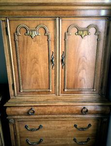 Thomasville Pecan Wood Bedroom Set
