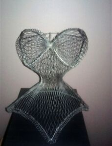 WIRE CORSET DISPLAY FORM