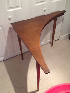 Unique mid-century modern curved side table - vintage / retro