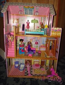 Barbie doll house and 7 dolls