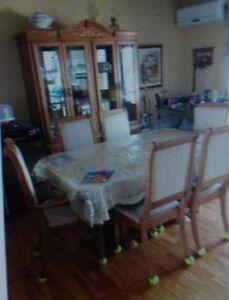 Table et chaises de cuisine en chêne massif impéccables