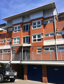 3 or 4 beds flat Available to Let / Off Broad Street