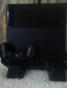 Ps4 500g with charge base