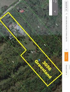 20 Acres, 9 minutes from Kanata, lake, bush, barn w/hayloft