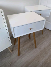 Bedside Tables x 2 in White (Pair) like new