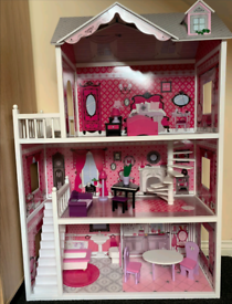 Isabelle Doll House for sale