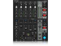 Bheringer dbx750 professional dj mixer.