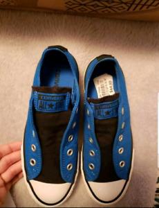 Kids size 1 converse shoes