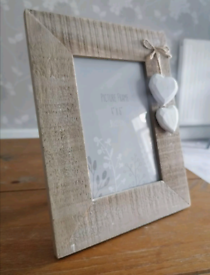 """Brand new 2 hearts driftwood photo frame holds 4"""" x 6"""" pictures"""