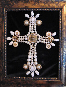 JEWELRY WALL ART FRAMED VINTAGE AND RHINESTONES PEARL LOOK