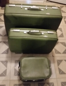 Lot de valises de voyage, de sacs fourre-tout et de plage