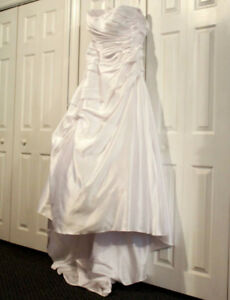 Beautiful Plus Sized Wedding Dress