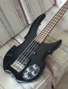 Bass Guitar – Warwick Vampyre Cambridge Kitchener Area image 5