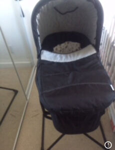 Bundle for newborn baby bassinet and car seat with base
