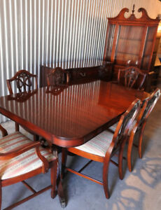 ** An exquisite vintage 9PC Dining Table Set, refinished **