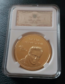 ELVIS PRESLEY COMMEMORATIVE GOLD PLATED COIN & CERTIFICATE