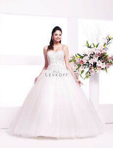 Beautiful like new bridal gown - $589 (Vancouver)