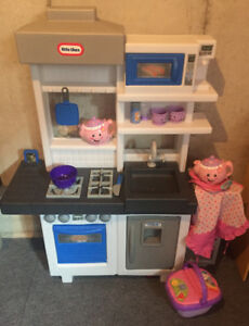 Little Tikes Ultimate Cook Kitchen and Tea Set