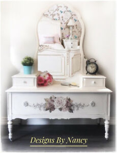 Lovely 1930's Refinished Antique Dressing Table/Vanity!