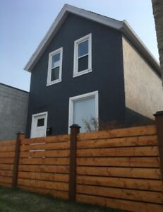 Well-Maintained 4 Bedrooms 2-Storey House in Dufferin Ave