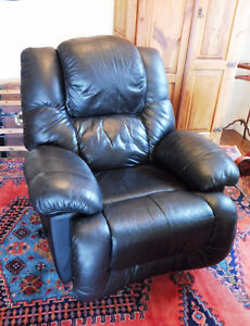 So comfy!! Black Leather Lazy Recliner Chair, great condition!!!