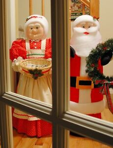 Mr. and Mrs Claus Figures