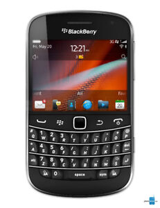 Blackberry Bold 9900 Smartphone with charger Rogers Chatr