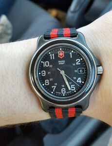 Victorinox Swiss Army watch (pre-owned)