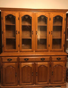 OAK HUTCH! (China Cabinet)
