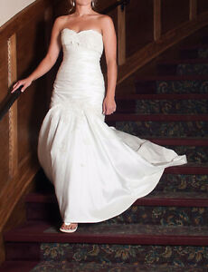 Beautiful wedding dress - size small/med