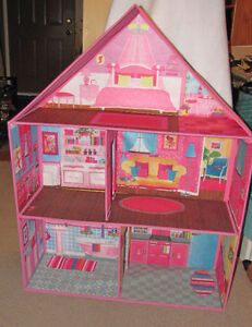 ~ Collapsible Barbie House ~