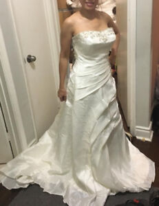 WEDDING DRESSES ALL SIZES ALL BRAND AND EVENING GOWNS ONLY  $40