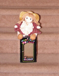*NEW* Wind Up Dollmax Doll (moves her head and plays song)